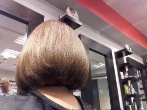 Korta hår klippning med fin slutlig resultat