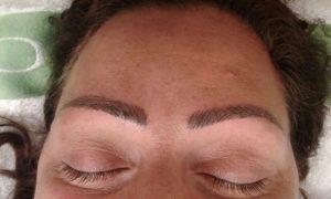 Ögonbrynstatuering